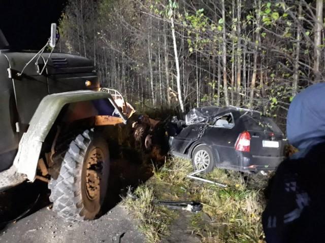 Смертельне ДТП: лісовоз зіткнувся з легковиком, фото-3