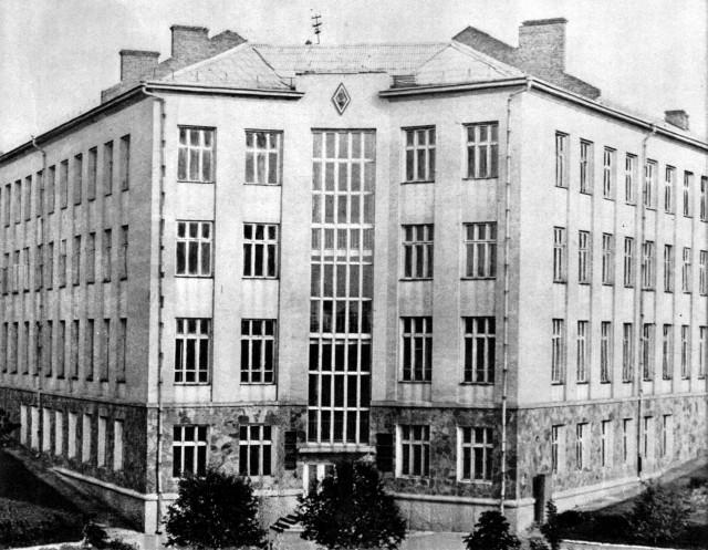 Один із корпусів сучасного Національного університету водного господарства та природокористування