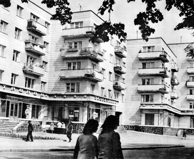 Житлові будинки на сучасній вулиці Чорновола