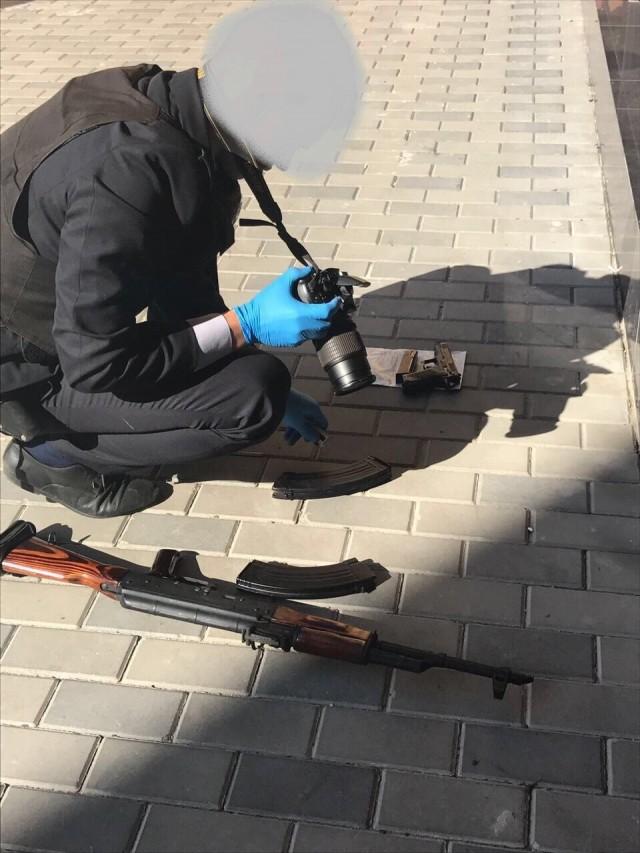 Копачі бурштину під час затримання взяли в заручники поліцейського, фото-1